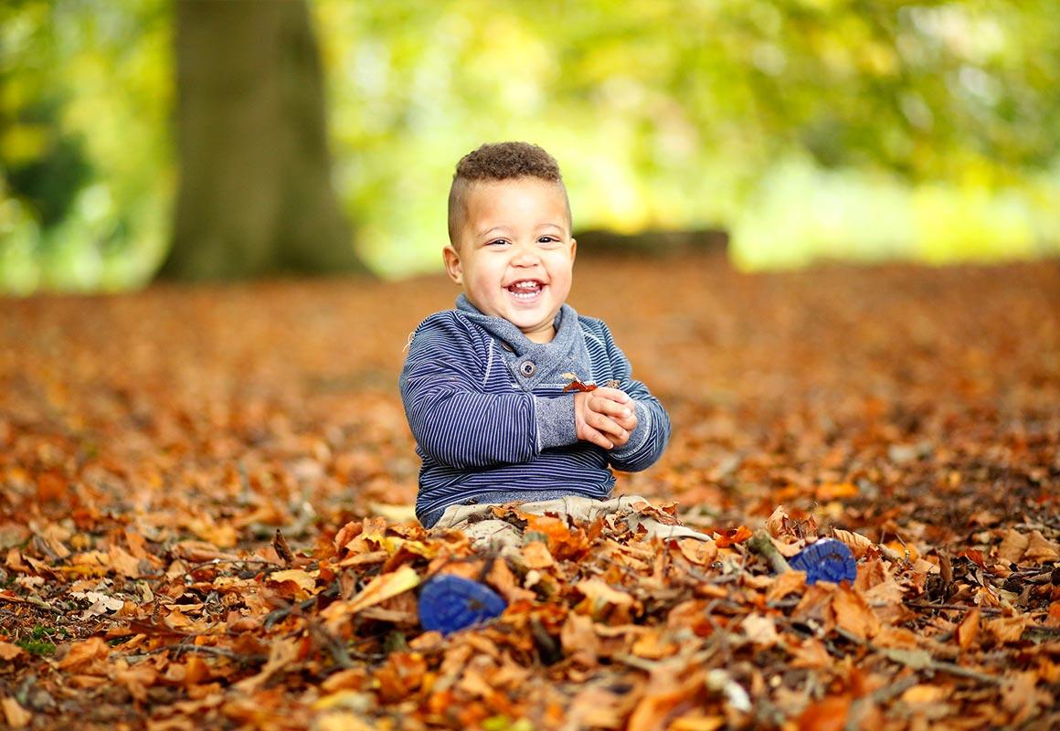 Ga je mee verdwalen kinderfotografie spontaan herfst Paula Bouman Fotografie Woerden